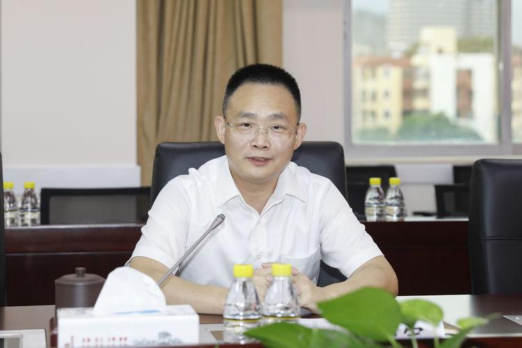 创会会长李贤义向深圳市横岗街道捐赠100万助力疫情防控